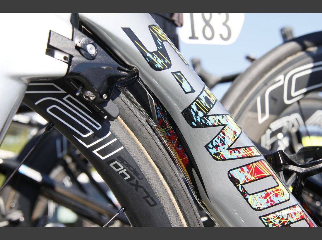 rb-tour-de-france-2016-bern-custom-paint-hohlbaum-specialized-venge-kittel-_MG_2267.jpg